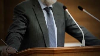 Om politikerna inte anslår tillräckligt med pengar för t.ex. sociala insatser så blir det omöjligt för nämnderna och tjänstemännen att verkställa alla beslut om bistånd från domstolarna. Foto: Семен Саливанчук (AdobeStock.com)