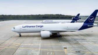 Lufthansa Cargo B777F vor MD-11F