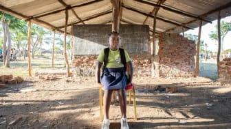 """11-åriga Mirandas klassrum förstördes när cyklonen Idai slog till mot Mozambique. """"Många av mina klasskompisar kom aldrig tillbaka till skolan efter cyklonen,"""" berättar hon."""