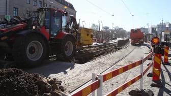 Spårarbeten vid Kungsportsplatsen. Makadam och asfalt som grävs upp här ska sorteras och tvättas på Renova Miljös avfallsanläggning i Fläskebo, Landvetter.