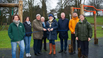 Lord Lieutenant David McCorkell helps Mayor Cllr Maureen Morrow to cut the ribbon, alongside councillors, Council Officers and Grace Boyd (Garden Escapes)