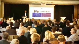LeoVegas presenteras av CEO Gustaf Hagman inför en stor skara investerare.