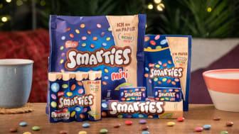 Kutter plast: Smarties kommer nå i resirkulert papiremballasje.