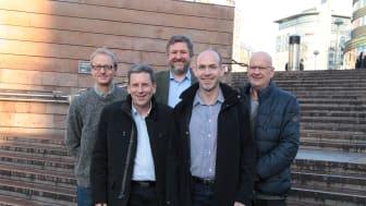 Bak fra venstre: Marius Gjerset (Zero), Bernt Reitan Jenssen (adm.dir Ruter). Foran fra venstre: Erik Skaaden (daglig leder Minibuss 24/7), Tom Romen (daglig leder Taxus) og Svein Arne Bergh (styreleder i Minibuss 24/7).