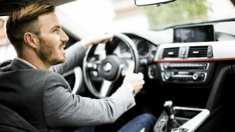 BEST PÅ RADIO I OKTOBER: Anoraks radiokampanje for If bilforsikring vant Sølvmikken. FOTO: Shutterstock