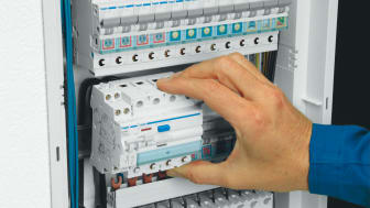 För att kunna göra säkrare förbindningar med tryggare anslutningar utvecklades snabbanslutningstekniken Quickconnect av Hager 2005.