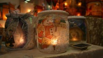 Geschenke für den Gabentisch (Symbolfoto) gibt es beim Budenzauber im Hof des Margot-von-Schutzbar-Stiftes in Wommen.