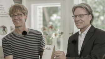 Andreas Haffner, Kuratoriumsmitglied Ferry-Porsche-Stiftung, zusammen mit Markus Wulftange von der Elternhilfe