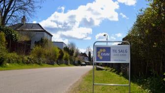 Når boligsælgerne går i markedet, er det især salgsprisen og udfordringen ved at finde en ny bolig i det nuværende marked, der fylder. Det viser en dugfrisk rundspørge foretaget blandt Estates mæglerforretninger. Foto: Estate.