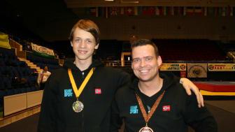 Milos til venstre med gull og kim med bronse