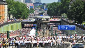 """18. Juli 2010: Das Ruhrgebiet feierte das """"Still-Leben"""" auf der A40. Foto: RUHR.2010 / Manfred Vollmer"""