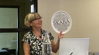 Anna Strid föreläser i Skara stadshus. Anna är förskol- och grundskollärare och lärarutbildare. Hon arbetar som språk-, läs- och skrivutvecklare för Nackas kommunala förskolor och skolor.