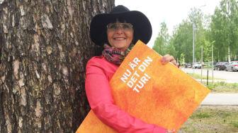 Louice Majunge på väg att dela ut sin del av Kundmiljonen till föreningen SMÄKK
