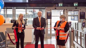 Invigning av linjerna: Göteborg, Malmö och Ängelholm på Bromma Flygplats. Bandklippning med Emelie Ahlin - Marknadschef Air Leap, Jon Melkersson - VD Air Leap, Mona Glans - Flygplatsdirektör Bromma Stockholm Airport.