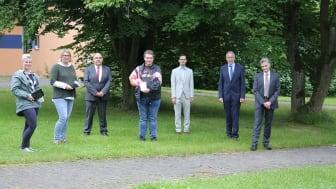 Bei der symbolischen Spendenübergabe freuen sich (von links): Ute Sieber, Kirsten Happel (Hephata Diakonie), Andreas Matz (Stadtsparkasse), Klaus Astheimer, Michael Tietze (Hephata Diakonie), Wilhelm Bechtel und Stephan Krummeich (Stadtsparkasse).