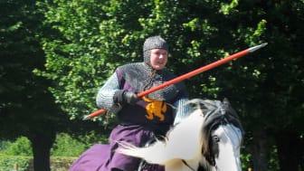 Prova en rustning eller rid med lans under tornerspelen på Skoklosters slott