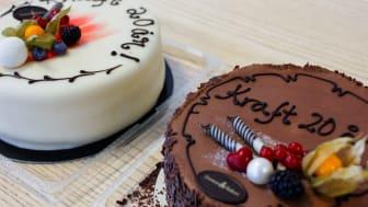 Feirer 20-årsjubileum med gi-bort-kake