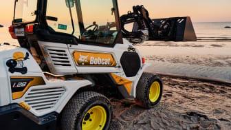 Efter en intensiv budgivning till förmån för AjaBajaCancer vann till sist Ramirent auktionen av Bobcat L28-maskinen.