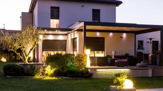 Med smart belysning i ditt hem kan du avskräcka från oönskade besök