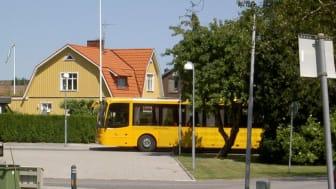 Från 1 september 2020 kan alla i Eslövs kommun som fyllt 70 år få åka gratis med med tåg, regionbussar och stadsbussar inom kommunen.
