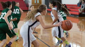 Varför idrottar flickor med utomeuropeisk bakgrund mindre än andra ungdomar?