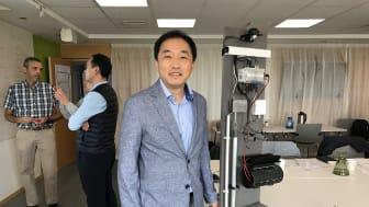 Phillip Won från Korea District Heating Corporation  vid utrustning för att mäta skicket på fjärrvärmeledningar.