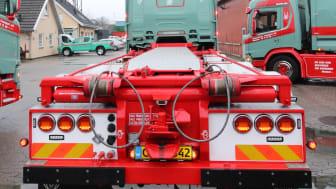 Renovationskørsel, containerkørsel med især industriaffald og slamsugning udgør grundpillerne i forretningen