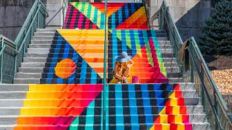 Jessie & Katey har satt färg på många gator, väggar och i det här fallet på en trappa vid Appalachian State University, North Carolina, USA