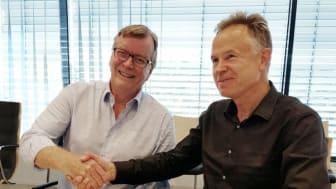 FORNØYDE: Jan Eirik Grønset, CEO i Triangel Solutions (t.v.), og Øystein Moan, CEO i Visma, vil sammen styrke satsingen på skybaserte løsninger for tids- og ressursstyring.