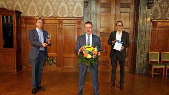 """Ralf Rangnick bei der Auszeichnung mit dem """"Leipziger Tourismuspreis 2020"""" im Neuen Rathaus gemeinsam mit Burkhard Jung und Volker Bremer - Foto Andreas Schmidt"""