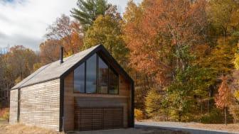 Dächer und Fassaden aus Holz setzen markante Orientierungspunkte in der Landschaft