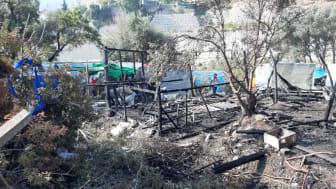 Ungefär 600 personer miste sin provisoriska inkvartering under branden i flyktinglägret Vathy. Bild: Läkare Utan Gränser
