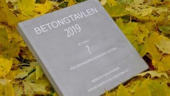 Betongtavlen deles ut på et arrangement den 21. november på Felix Konferansenter i Oslo.