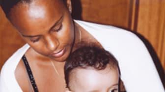 Nicole og hendes to børn.png