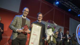 VANT PRIS: CCO Jonas Aaas Torland og CEO Helge Jørgensen tok imot Byggenæringens Innovasjonspris for det digitale verktøyet Flomkuben