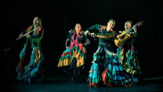 """Medverkande från vänster; Kai Sundquist, Carina Stenberg,Pia """"del Norte"""" Pohjakallio och Afra Rubino. Fotograf Gustav Ågerstrand."""