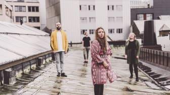 Samiske Kajsa Balto sleppte plata 'Buot eallá' til strålande kritikkar i 2020. Til sommaren spelar ho på Førdefestivalen.