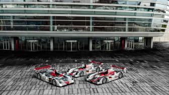 Audi Le Mans vinderbiler fra 2000, 2001 og 2002 foran Operaen i København (foto Mads Dreier)