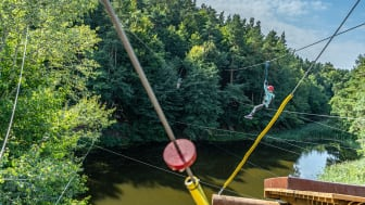 Svævebane i Kletter- & Erlebniswald Schwaan Kletterpark © Tom Haagen