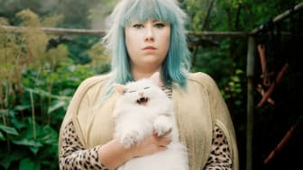 """I """"Katt People"""" sätter fotografen Julia Lindemalm fokus på katter och deras människor."""