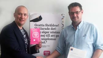 Andreas Saleskog, (s) samordnare för demokrati och folkhälsa i Karlshamns kommun och Johannes Nilsson, tränare och ledamot av ungdomssektionen i Asarums IF.