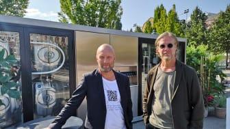 Ulf Stenerhag, vd och medgrundare och Martin Renck, kreativ chef och medgrundare vid Wayouts demo i Kungsträdgården.