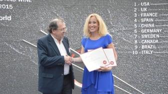 Sverige är ett av världens främsta länder inom kokböcker och matmedia. Gourmand Awards Edouard Cointreau utnämnde Johanna Kullman från Norstedts till Världens bästa kokboksförläggare i Yantai, Kina den 29 maj 2016. Foto: Sebastian Kirchsteiger