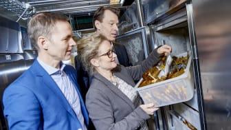 OPPBEVARER GENMATERIALE: (Fra venstre) Michael Andersen, Senior Business Development Manager i Sopra Steria, Lise Lykke Steffensen, direktør i NordGen og Rolf Kjøller, Head of Business Process Management, Sopra Steria.