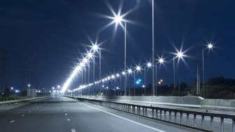 La certificación obligatoria de luminarias para alumbrado público aumenta la seguridad de la población.  La iluminación puede disminuir robos en hasta un 63%.