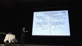 Symposiet præsenterer kemiforskning på højeste internationale niveau.