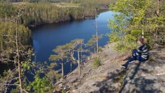 Haukkavuori sijaitsee Rautjärven ja Ruokolahden  kuntien rajalla
