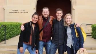 Jon God tillsammans med studentkollegor i Silicon Valley