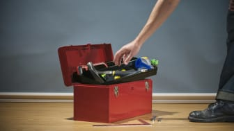 Hvis det står til Dansk Affaldsforening, skal udsatte borgere fremover arbejde med at fikse elektronik, møbler og andet, der havner på genbrugspladsen.