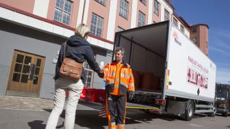 Från och med 6 september och några veckor framåt kan du besöka Farligt avfall-bilen. Se alla hållplatser på goteborg.se/farligtavfallbilen